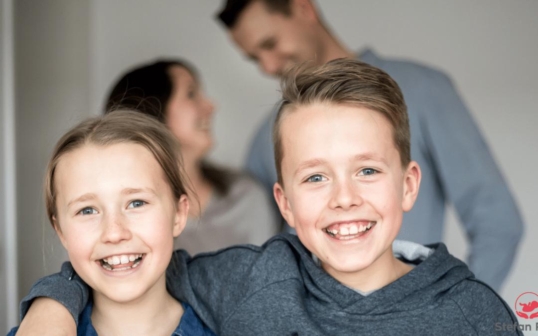 glückliche Kinder und entspannte Eltern